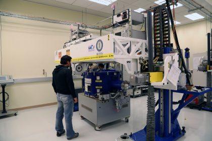 アルマ望遠鏡山麓施設での受信機メンテナンス