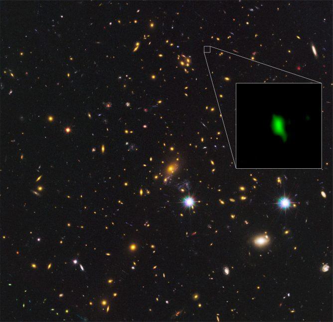 アルマ望遠鏡、132.8億光年かなたの銀河に酸素を発見 ― 酸素の最遠方検出記録をさらに更新