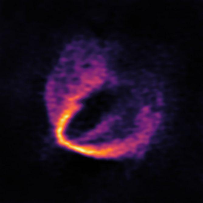 アルマ望遠鏡、若い星のまわりに生まれたばかりの惑星の兆候を発見