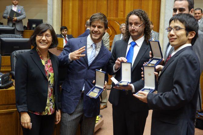 チリ議会上院、初のブラックホール撮影成功に対しアルマ観測所チームを表彰