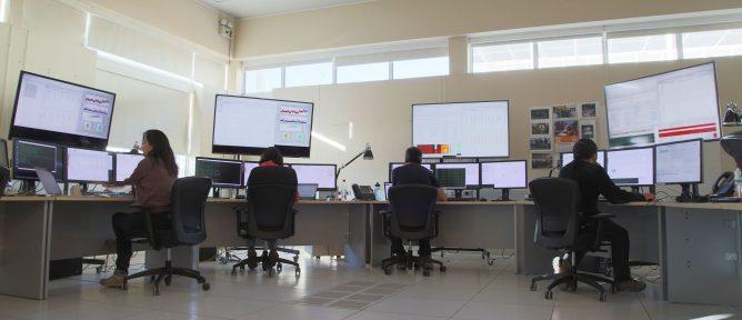 takahashi_controlroom_wide