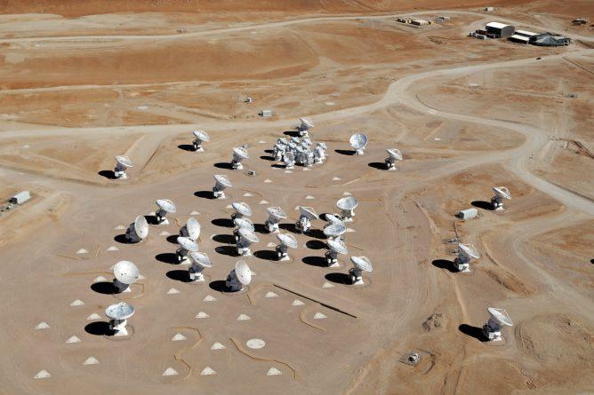 アルマ望遠鏡科学観測サイクル8 2021の観測提案審査が進行中
