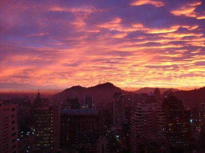 旧合同アルマオフィスから望むサンティアゴの夕焼け
