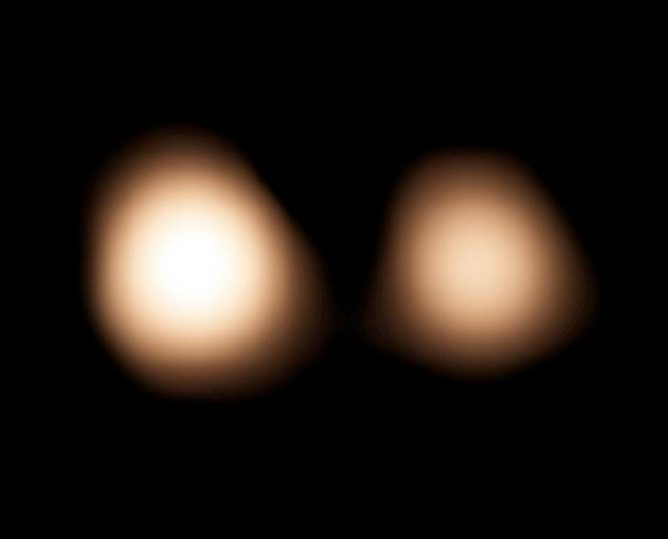 アルマ望遠鏡、冥王星の精密位置測定でNASAニューホライズンズ探査機をナビゲート