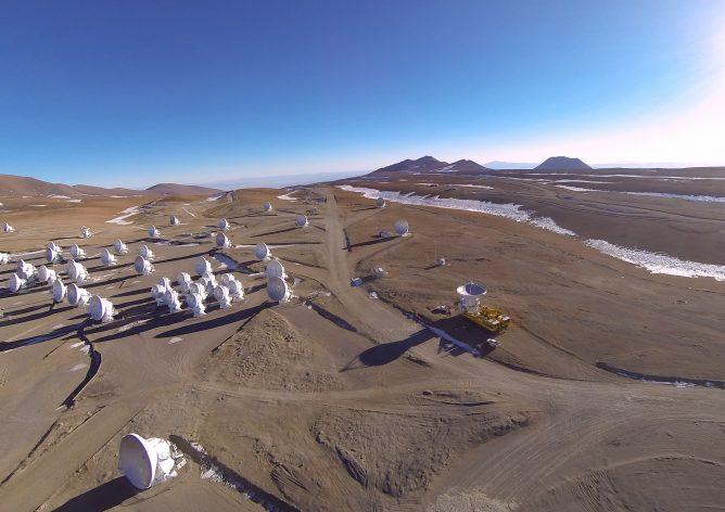 アルマ望遠鏡最後のアンテナが山頂施設に到着
