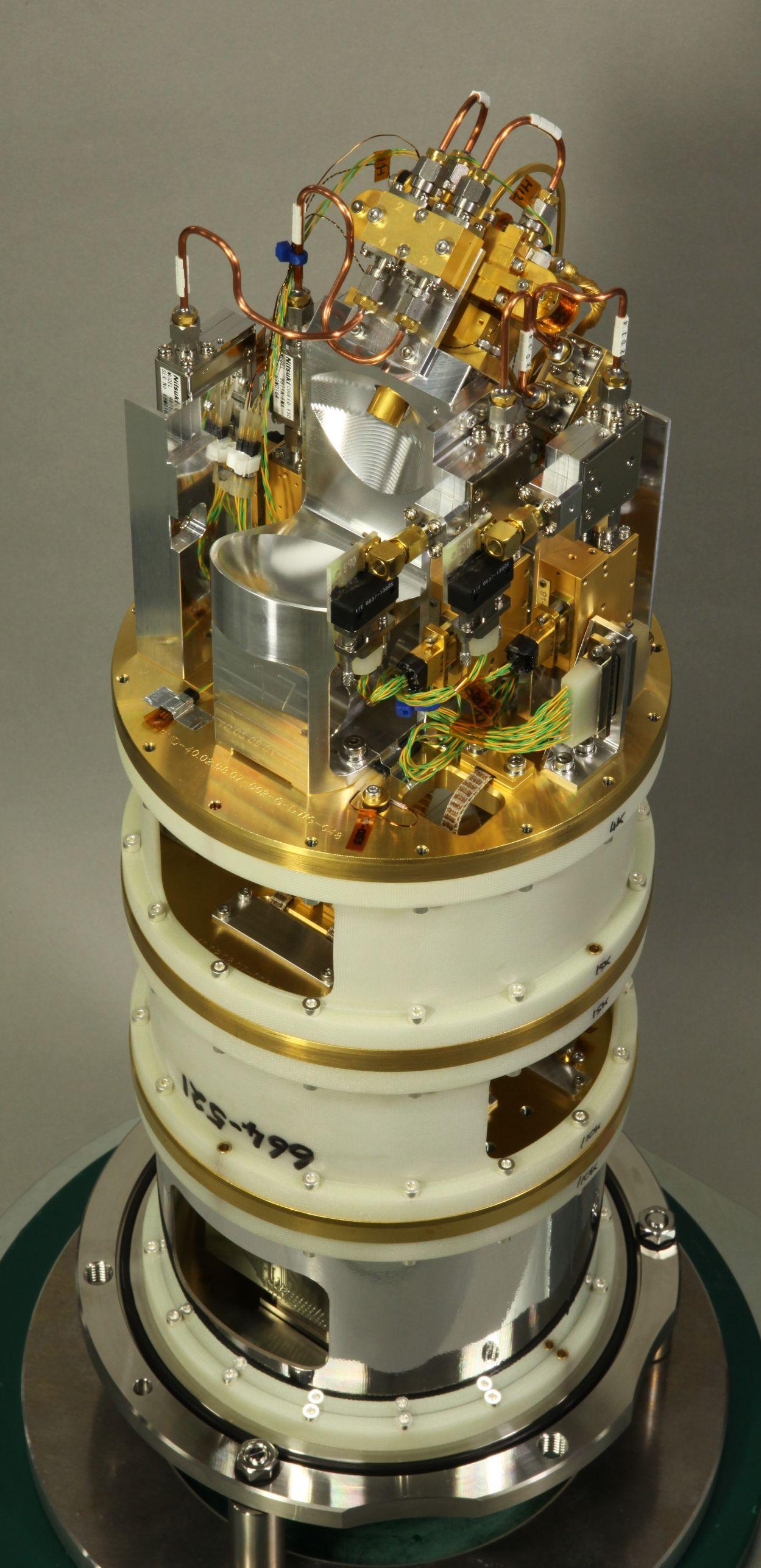 アルマ望遠鏡サブミリ波(バンド8)受信機カートリッジ