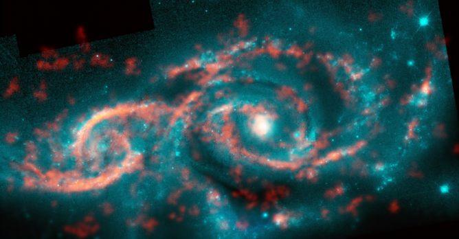 星とガスの波が作りだす銀河の目玉模様